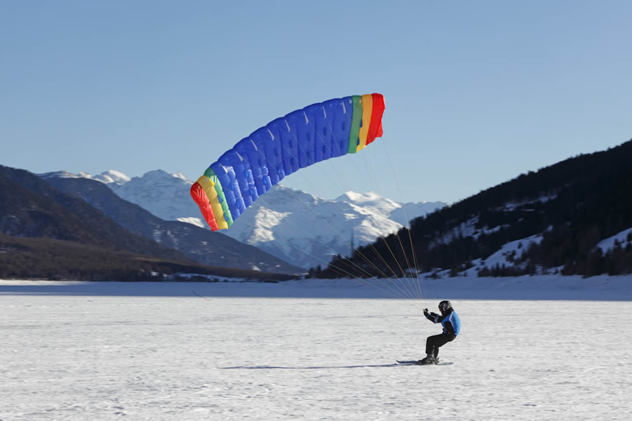 Snowkiting am Reschensee